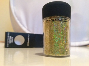 MAC Glitter in 3D Brass Green