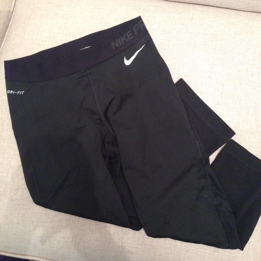 NikePro Hypercool Capris £30.00