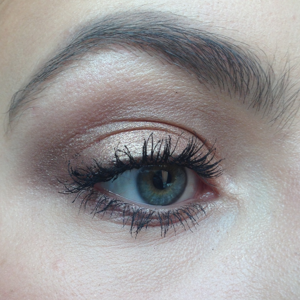 gold eye makeup christmas
